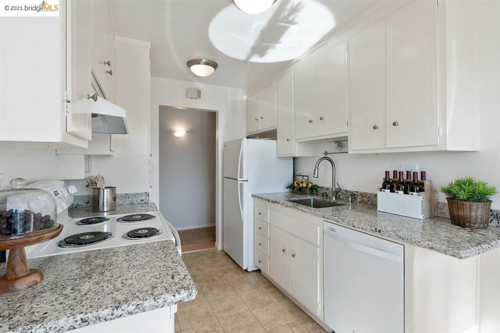 13. Residential for Sale at Lagunitas Avenue Oakland, California 94610 United States