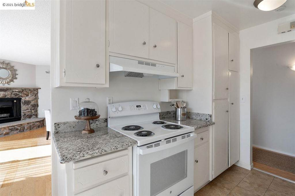 14. Residential for Sale at Lagunitas Avenue Oakland, California 94610 United States