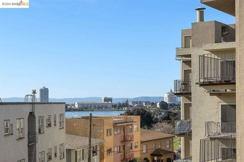 32. Residential for Sale at Lagunitas Avenue Oakland, California 94610 United States