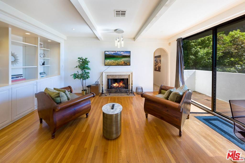 9. Residential for Sale at Viewmont Drive Los Angeles, California 90069 United States