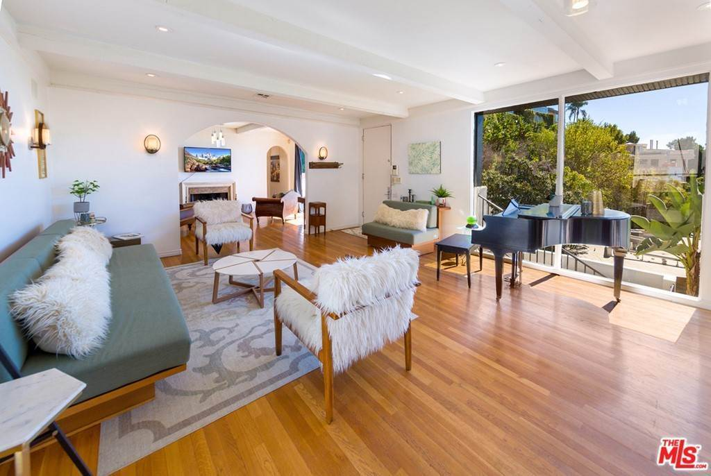 11. Residential for Sale at Viewmont Drive Los Angeles, California 90069 United States