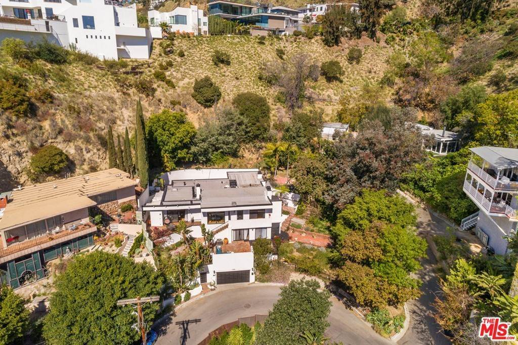 25. Residential for Sale at Viewmont Drive Los Angeles, California 90069 United States