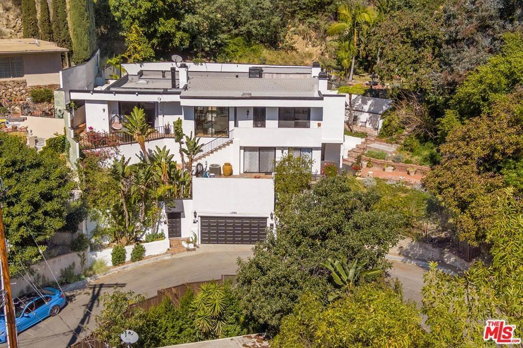 26. Residential for Sale at Viewmont Drive Los Angeles, California 90069 United States