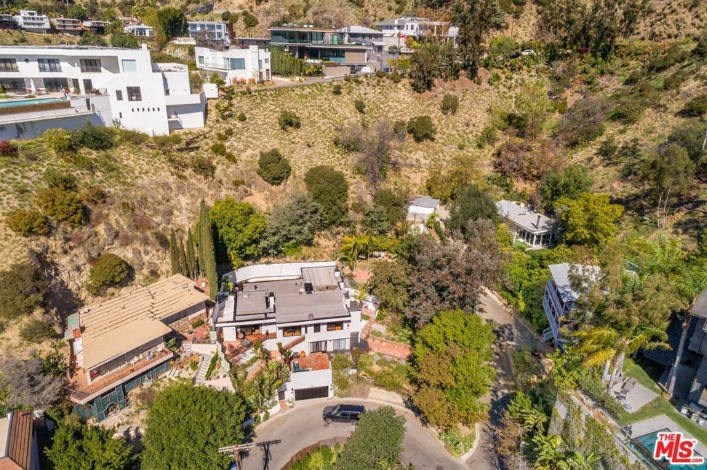 29. Residential for Sale at Viewmont Drive Los Angeles, California 90069 United States