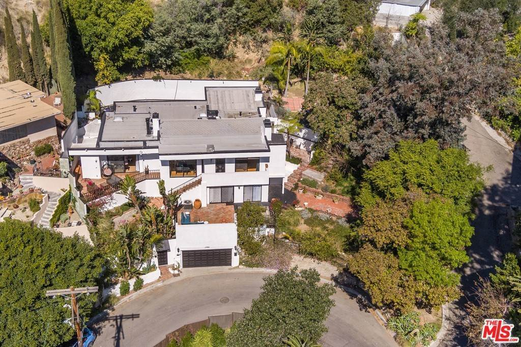 30. Residential for Sale at Viewmont Drive Los Angeles, California 90069 United States
