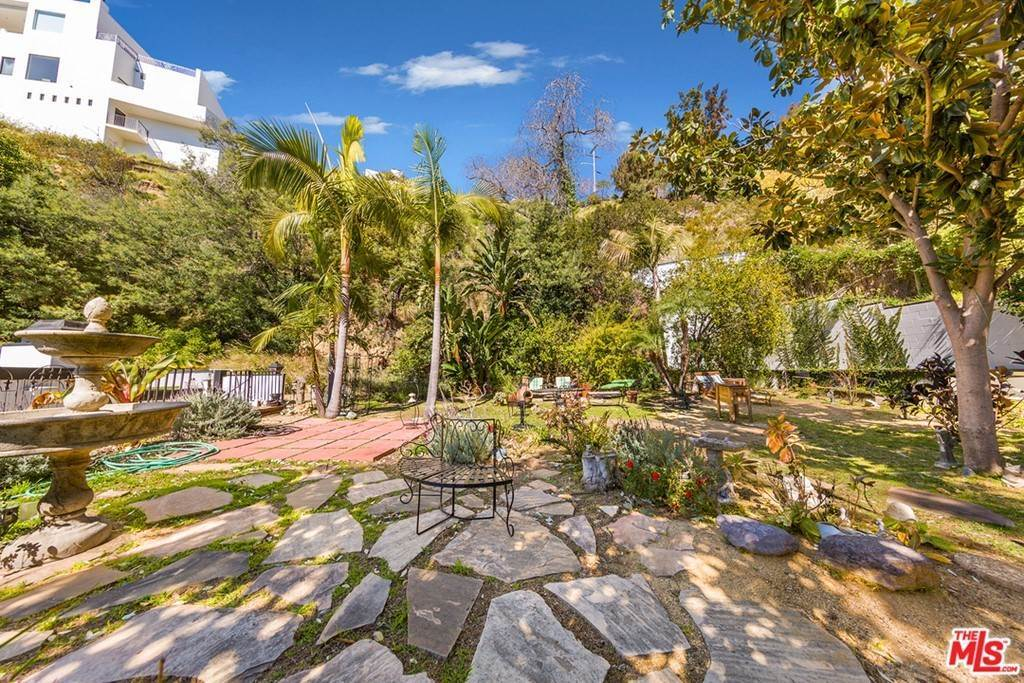 31. Residential for Sale at Viewmont Drive Los Angeles, California 90069 United States