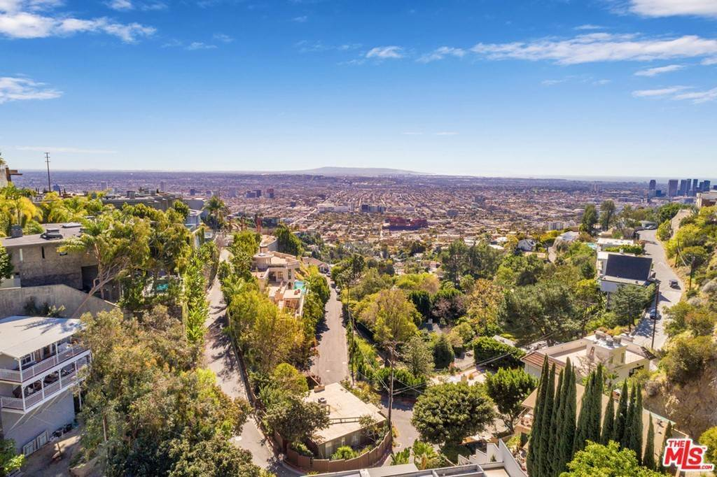 33. Residential for Sale at Viewmont Drive Los Angeles, California 90069 United States