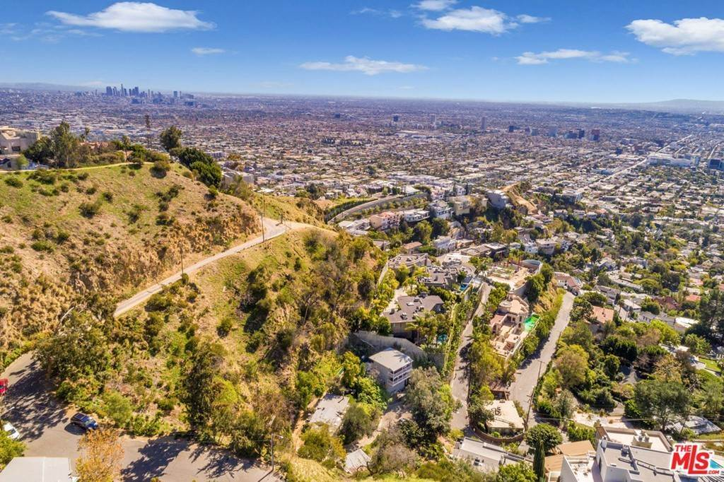 35. Residential for Sale at Viewmont Drive Los Angeles, California 90069 United States