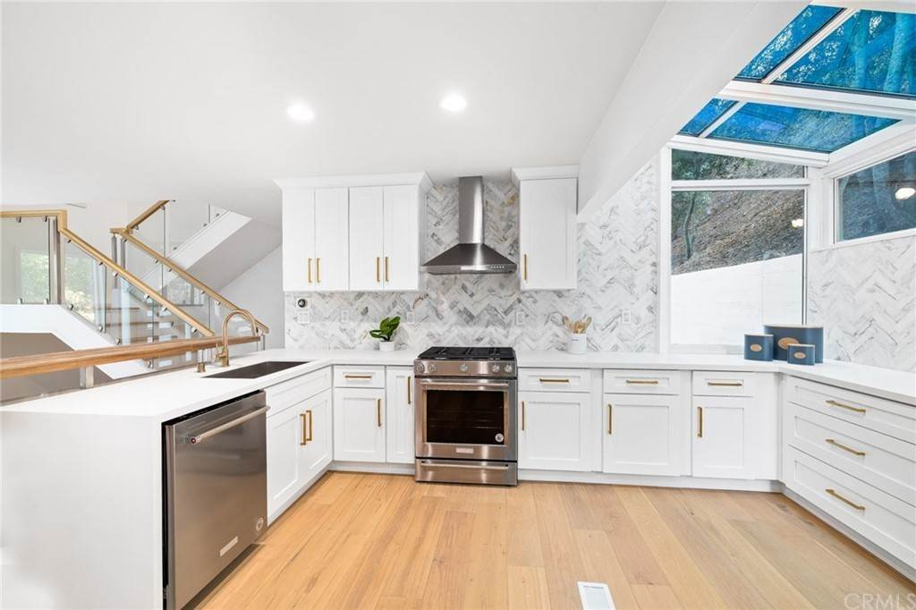 15. Residential for Sale at Wellington Avenue Pasadena, California 91103 United States