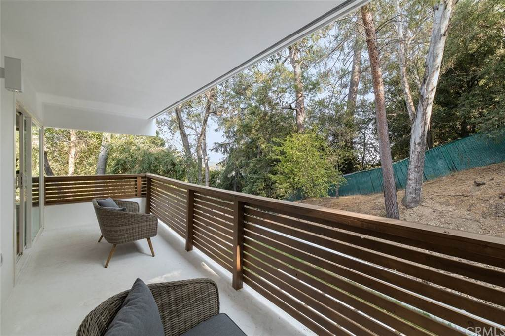 26. Residential for Sale at Wellington Avenue Pasadena, California 91103 United States