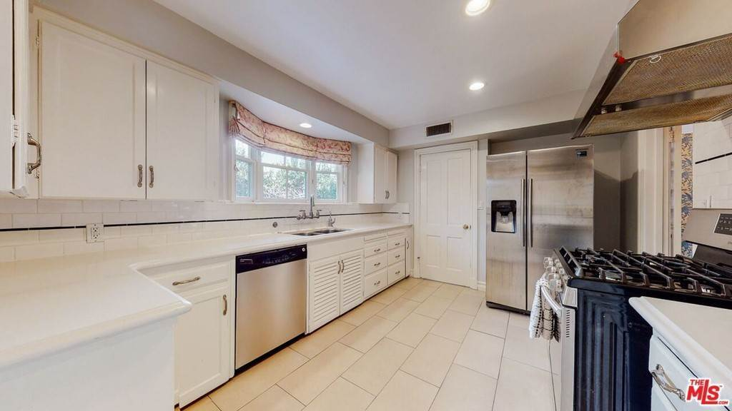 7. Residential Lease for Sale at N Mccadden Place Los Angeles, California 90004 United States