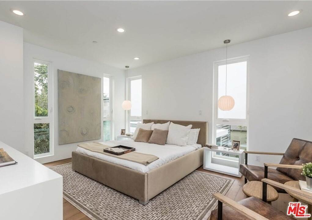 11. Residential for Sale at Coolidge Avenue Los Angeles, California 90066 United States