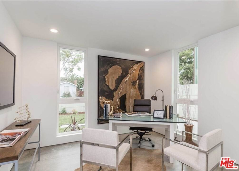 15. Residential for Sale at Coolidge Avenue Los Angeles, California 90066 United States