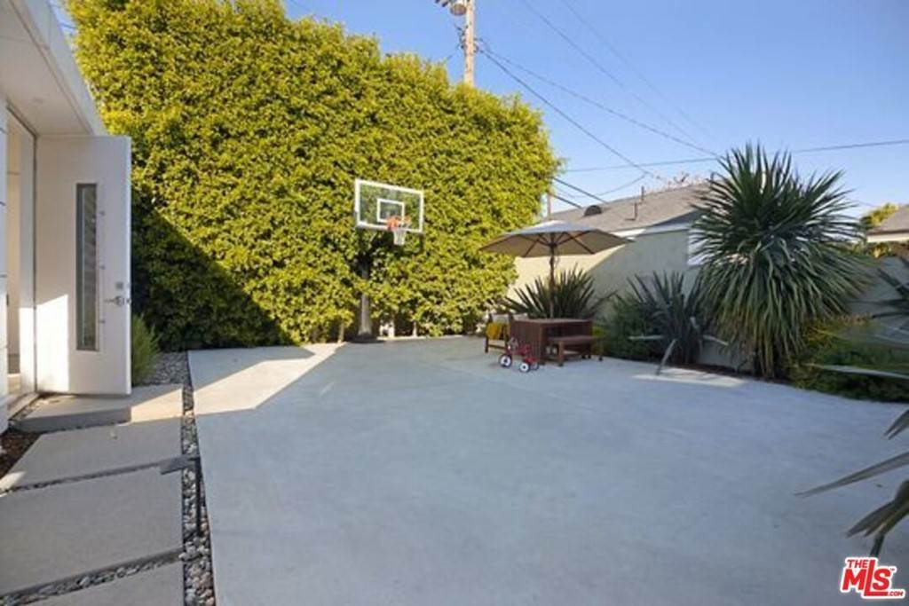 21. Residential for Sale at Coolidge Avenue Los Angeles, California 90066 United States