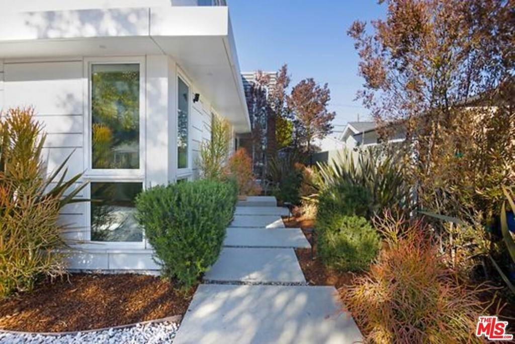 3. Residential for Sale at Coolidge Avenue Los Angeles, California 90066 United States