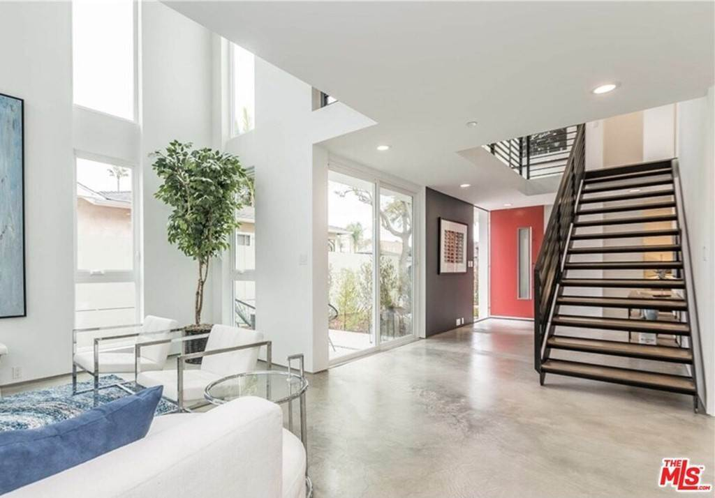 6. Residential for Sale at Coolidge Avenue Los Angeles, California 90066 United States