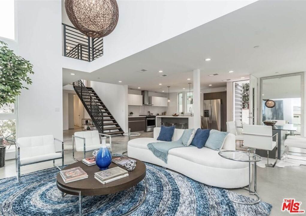 7. Residential for Sale at Coolidge Avenue Los Angeles, California 90066 United States