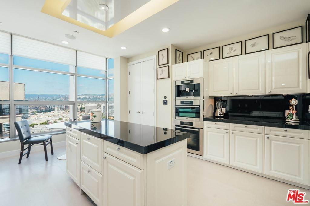 19. Residential for Sale at WILSHIRE Boulevard Los Angeles, California 90024 United States