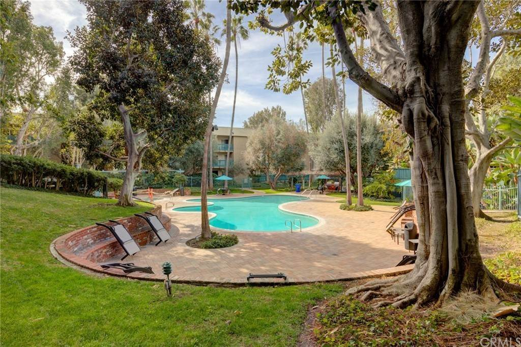 20. Residential for Sale at N Bellflower Boulevard Long Beach, California 90814 United States