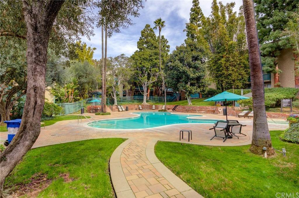 21. Residential for Sale at N Bellflower Boulevard Long Beach, California 90814 United States