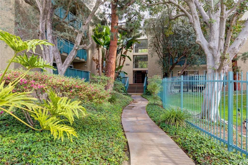 22. Residential for Sale at N Bellflower Boulevard Long Beach, California 90814 United States