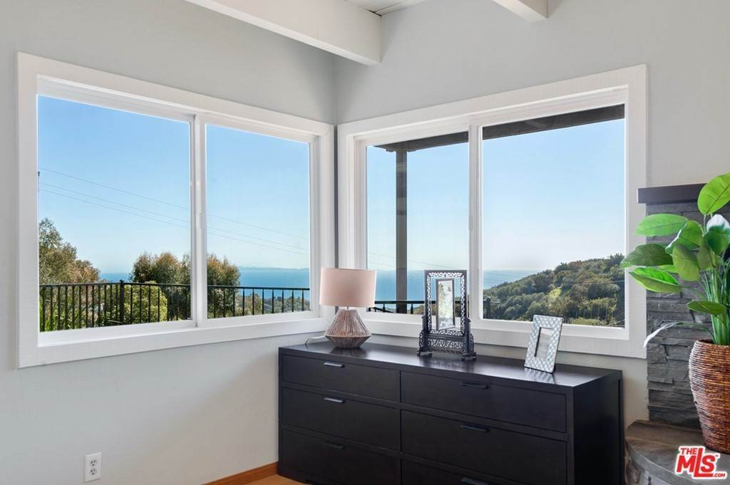 17. Residential for Sale at Saddle Peak Road Topanga, California 90290 United States