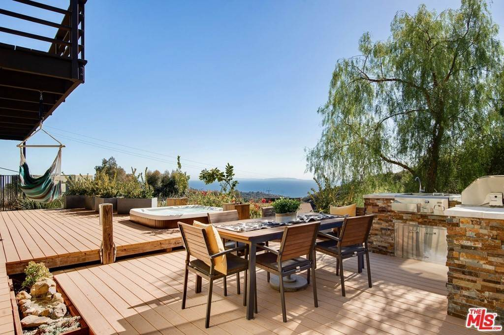 24. Residential for Sale at Saddle Peak Road Topanga, California 90290 United States