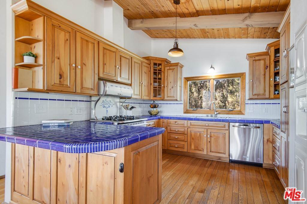 9. Residential for Sale at Saddle Peak Road Topanga, California 90290 United States
