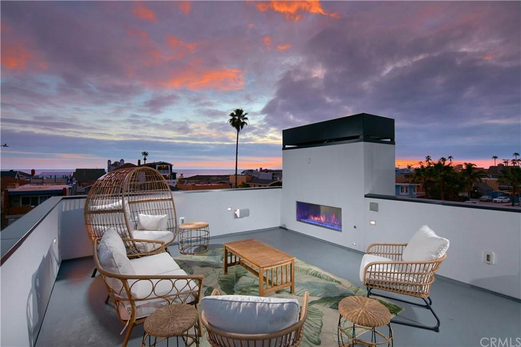 17. Residential for Sale at W Balboa Boulevard Newport Beach, California 92663 United States