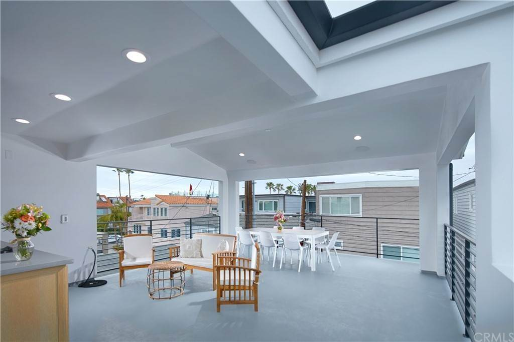 20. Residential for Sale at W Balboa Boulevard Newport Beach, California 92663 United States