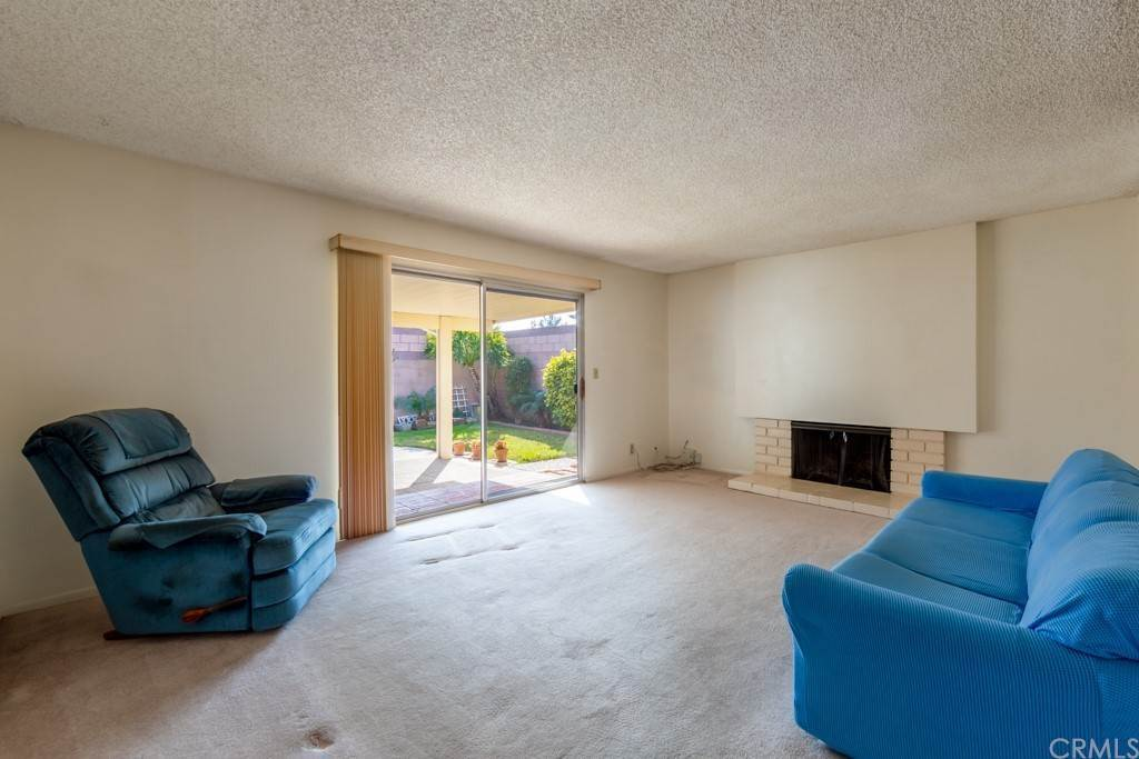 14. Residential for Sale at Cortez Drive Huntington Beach, California 92647 United States