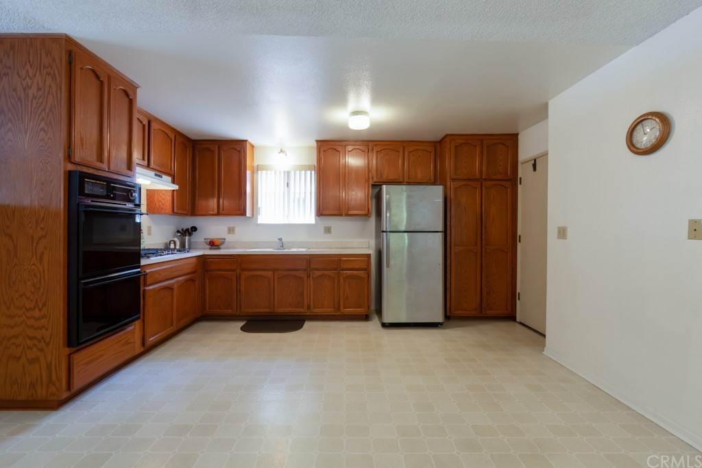 8. Residential for Sale at Cortez Drive Huntington Beach, California 92647 United States