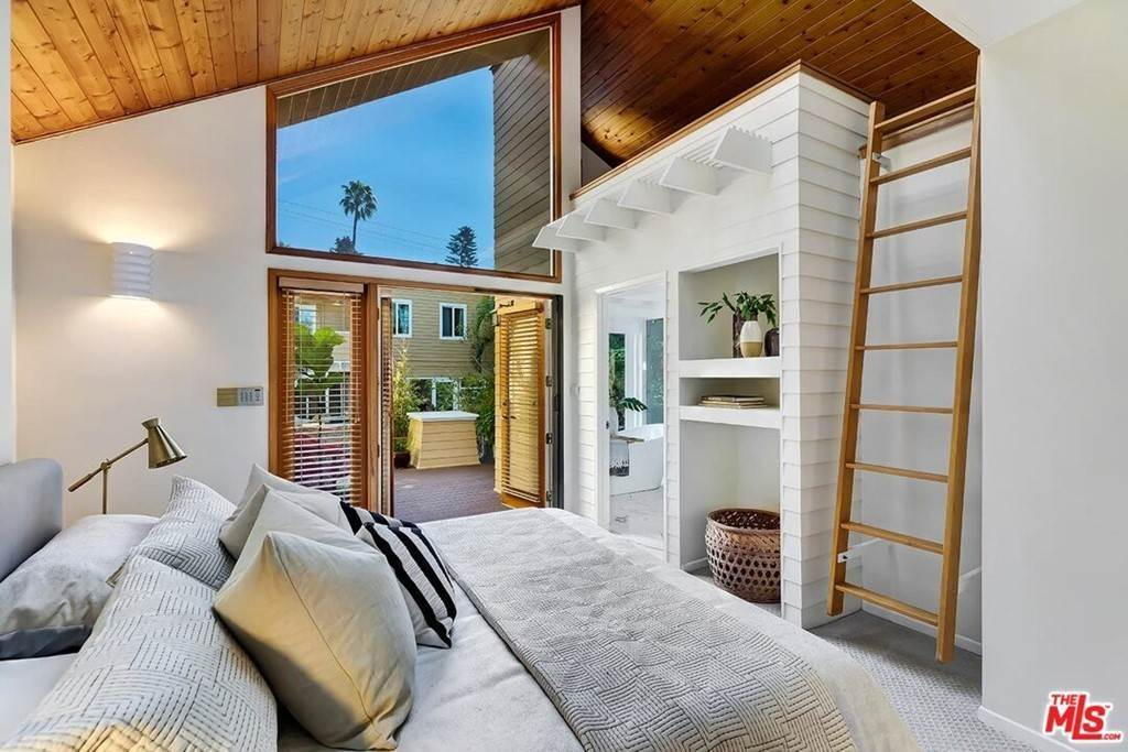 26. Residential for Sale at N Sierra Bonita Avenue N Sierra Bonita Avenue Los Angeles, California 90046 United States