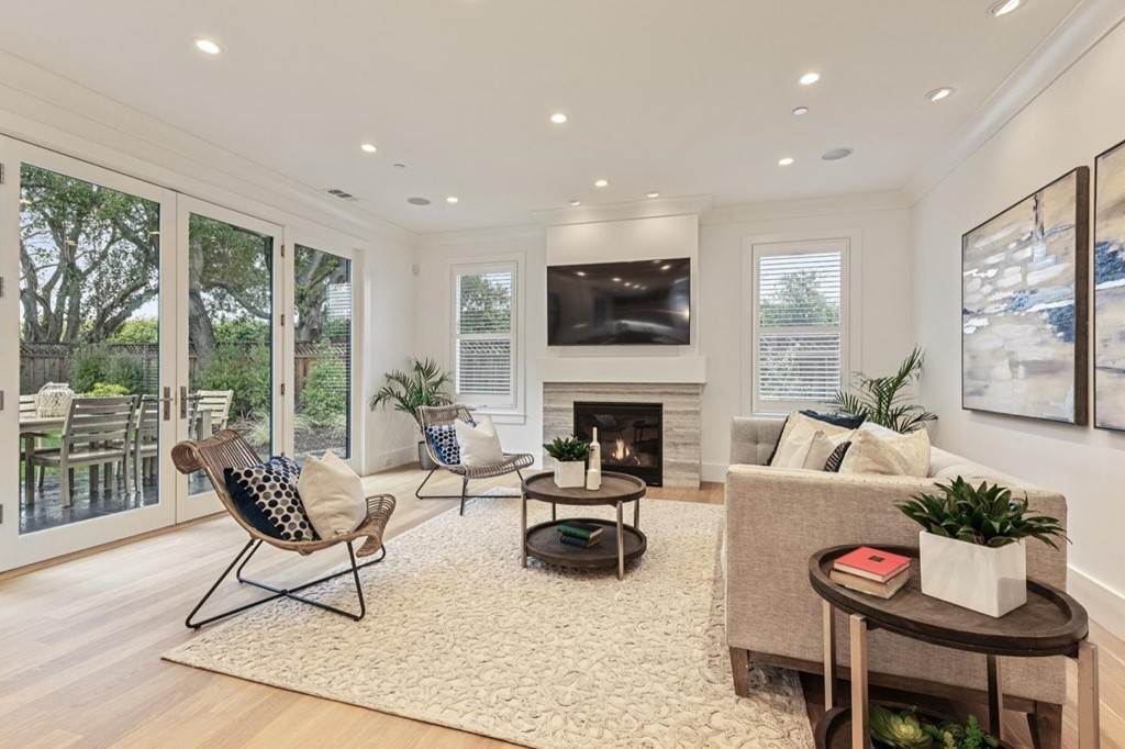 21. Residential for Sale at Almanor Menlo Park, California 94025 United States