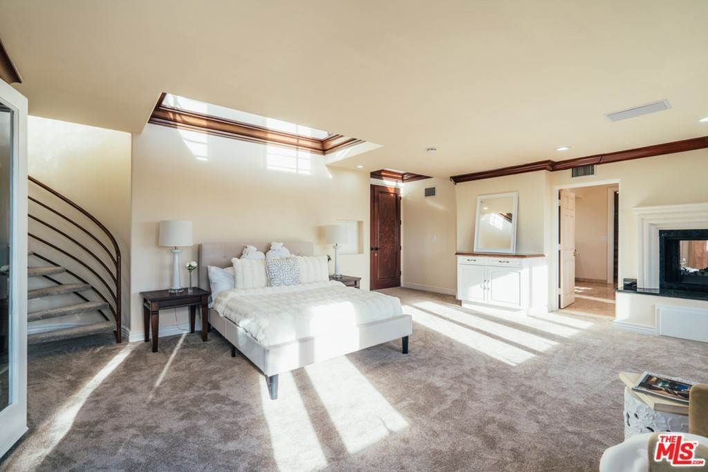 30. Residential for Sale at S Corning Avenue Los Angeles, California 90056 United States
