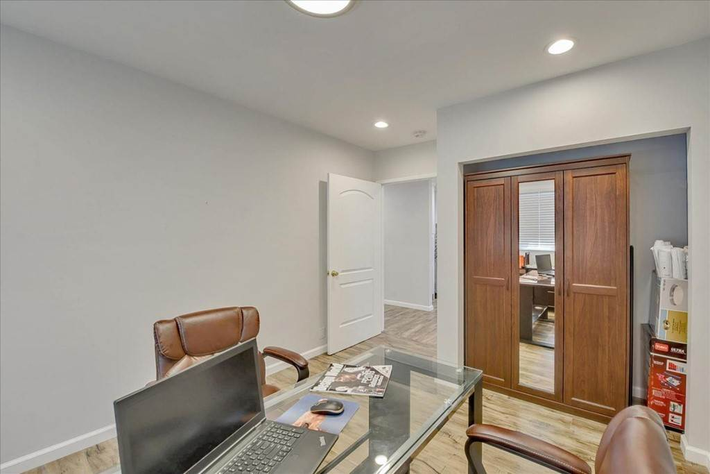 20. Residential for Sale at Harrison Street Santa Clara, California 95050 United States