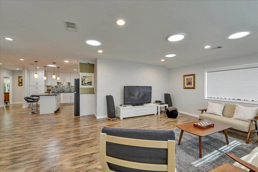 7. Residential for Sale at Harrison Street Santa Clara, California 95050 United States