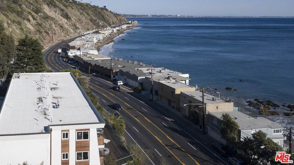 19. Residential Lease at PACIFIC COAST Highway Malibu, California 90265 United States