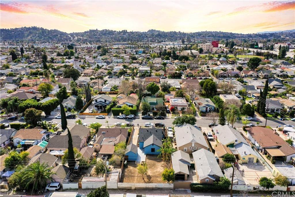 24. Residential for Sale at Estara Avenue Los Angeles, California 90065 United States
