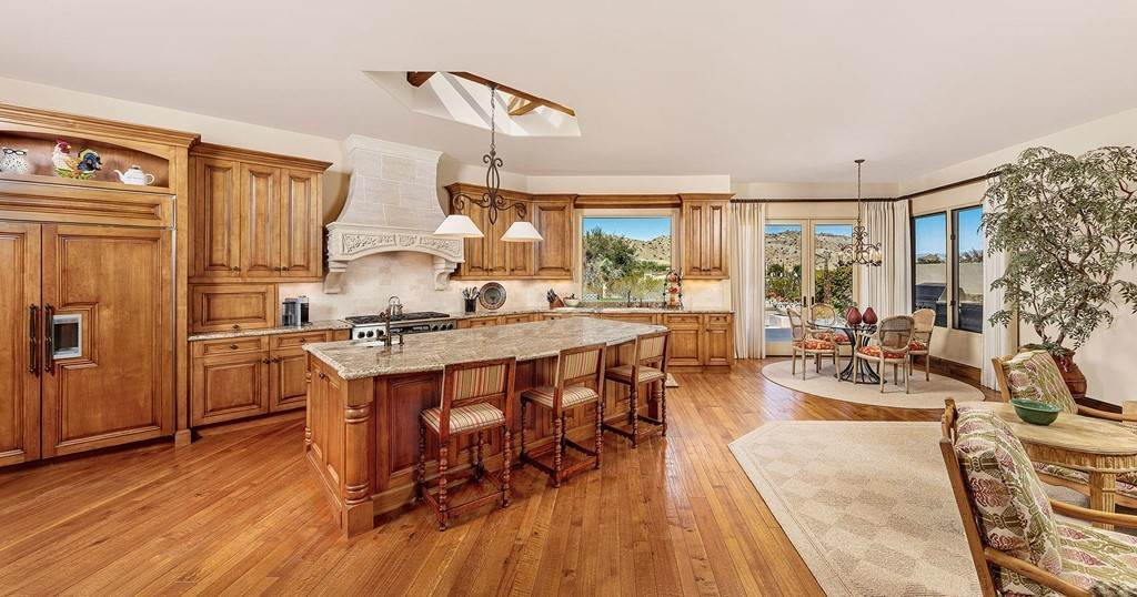 2. Residential for Sale at Wanish Place Palm Desert, California 92260 United States