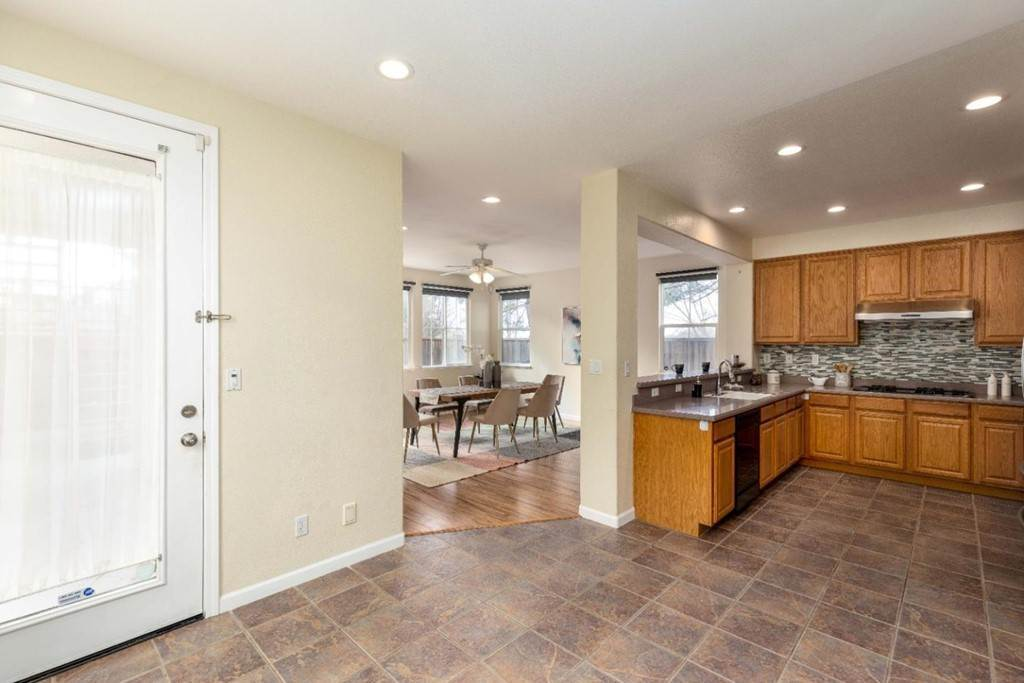 14. Residential for Sale at Dutch Elm Drive Hercules, California 94547 United States