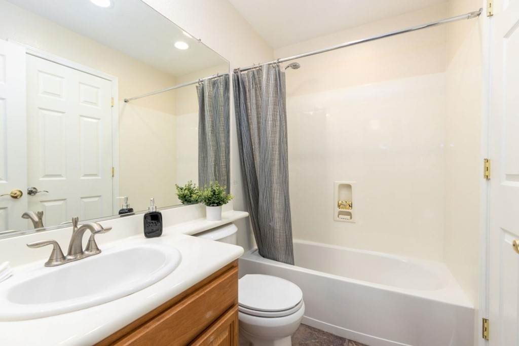 15. Residential for Sale at Dutch Elm Drive Hercules, California 94547 United States