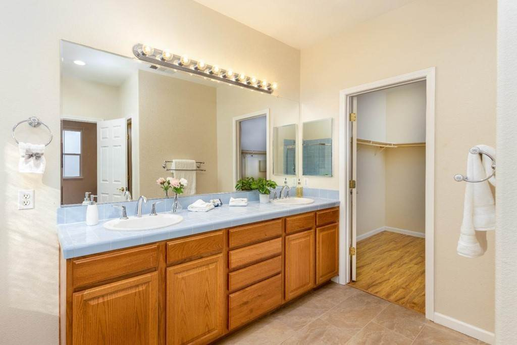 19. Residential for Sale at Dutch Elm Drive Hercules, California 94547 United States