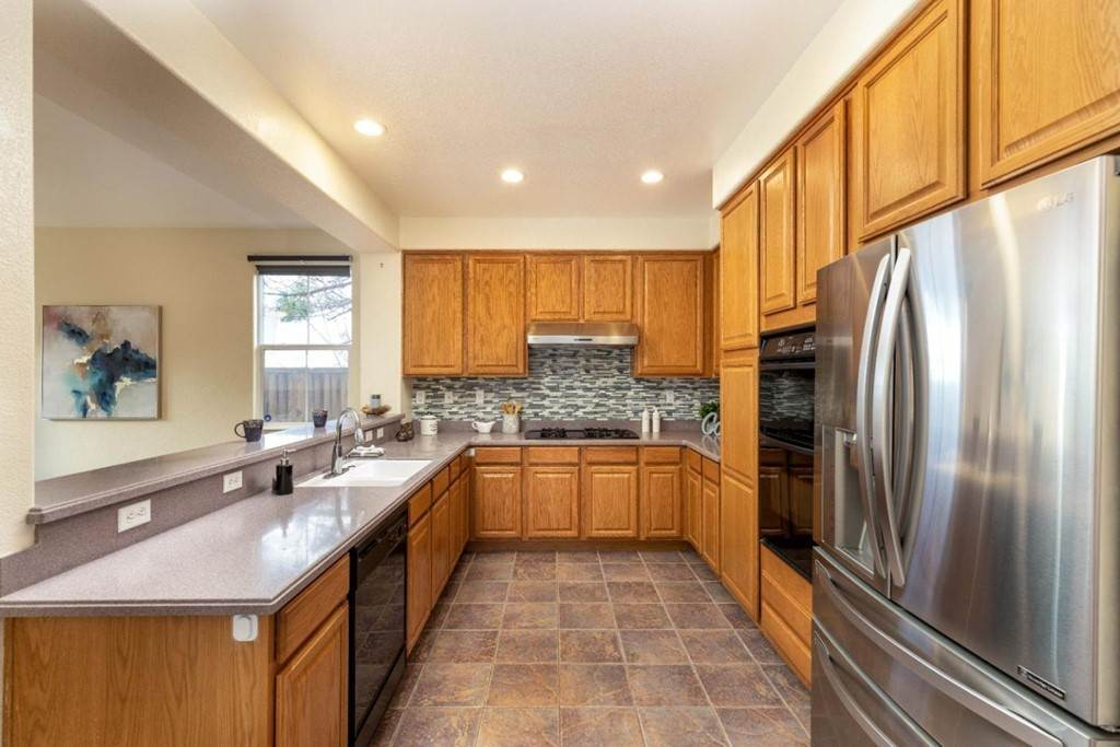 7. Residential for Sale at Dutch Elm Drive Hercules, California 94547 United States