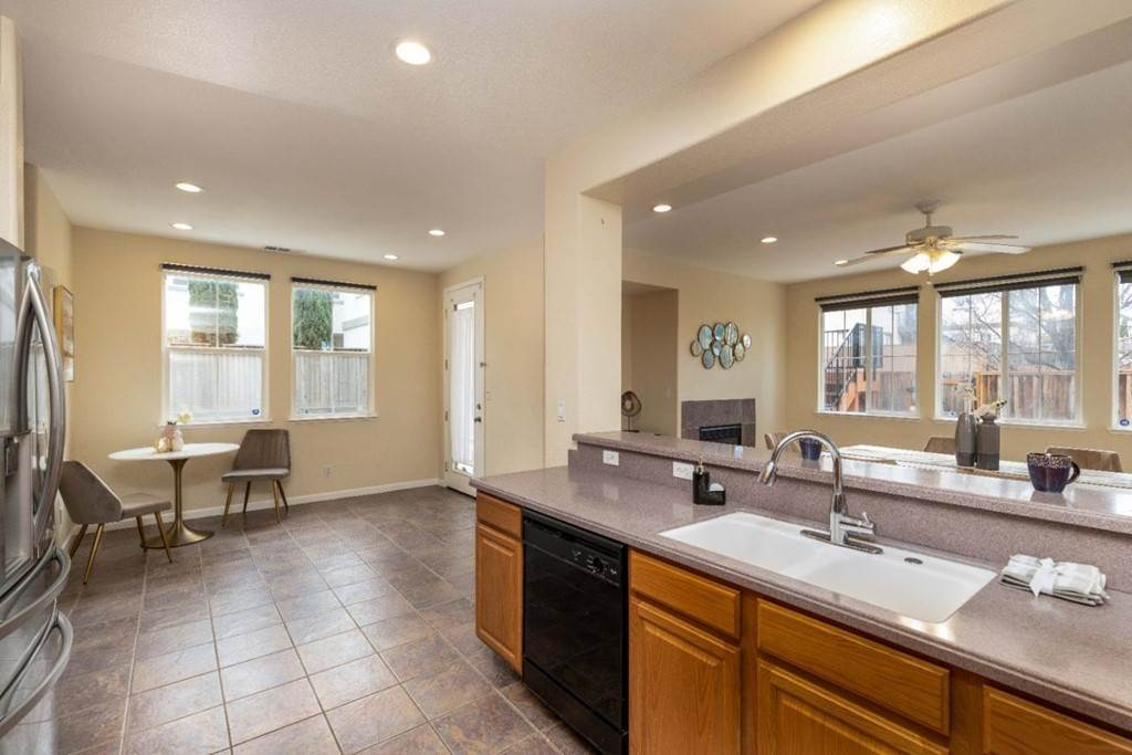 8. Residential for Sale at Dutch Elm Drive Hercules, California 94547 United States