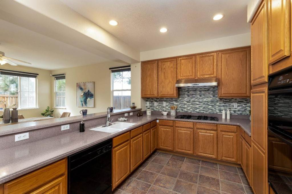 9. Residential for Sale at Dutch Elm Drive Hercules, California 94547 United States