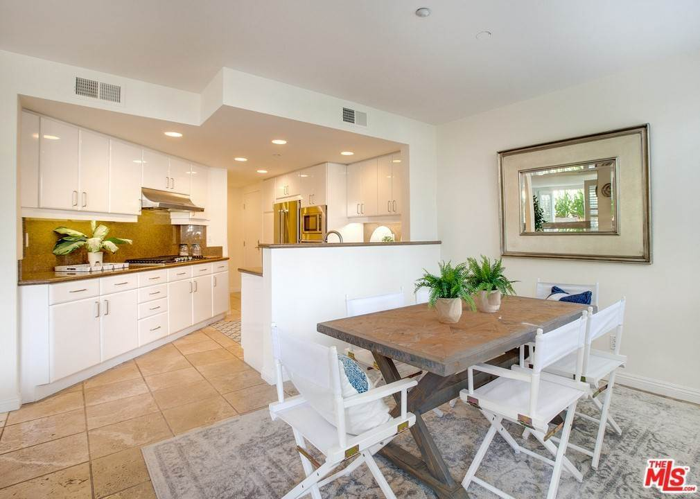 10. Residential for Sale at 4Th Street Santa Monica, California 90403 United States