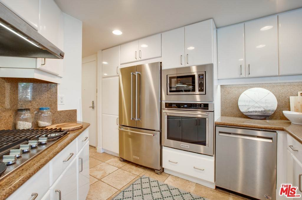 12. Residential for Sale at 4Th Street Santa Monica, California 90403 United States