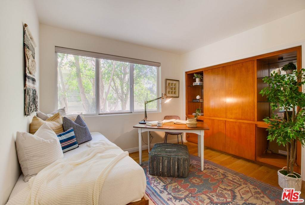 14. Residential for Sale at 4Th Street Santa Monica, California 90403 United States