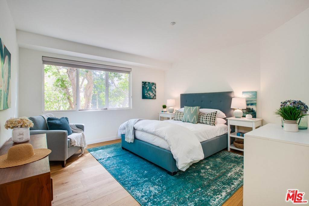 15. Residential for Sale at 4Th Street Santa Monica, California 90403 United States